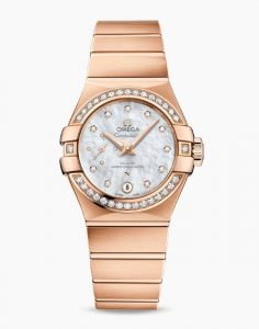 The 27 mm replica watches are designed for females.