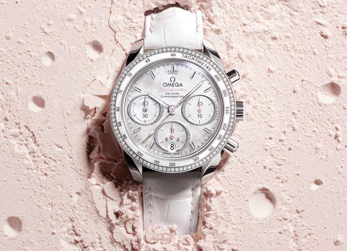 The white dials replica watches have white leather straps.