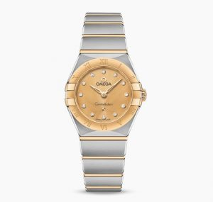 The 25 mm replica watches are designed for females.