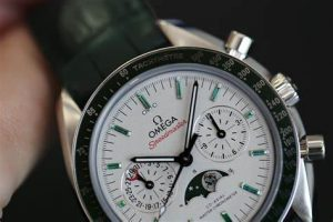The platinum replica watches have green straps.