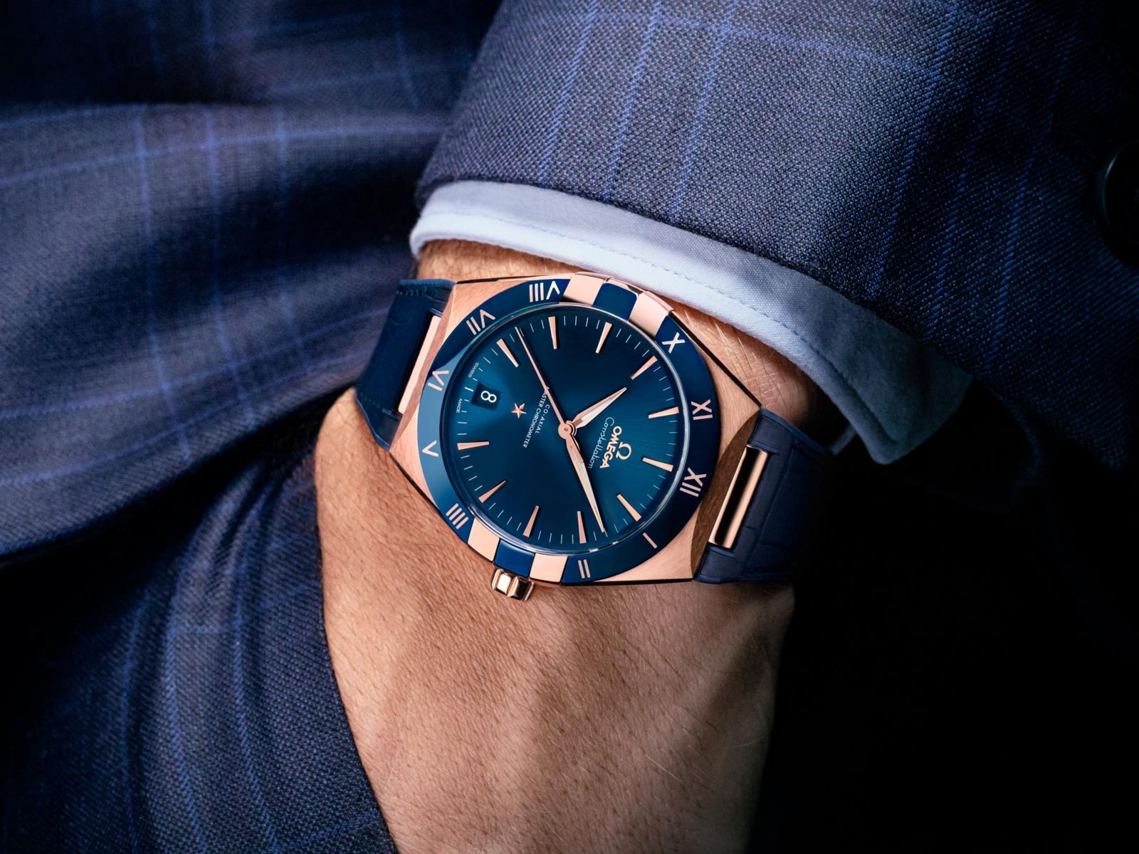 The male replica watch has blue dial.