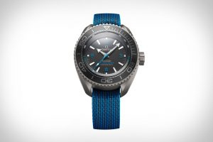 The waterproof replica watch is designed for men.