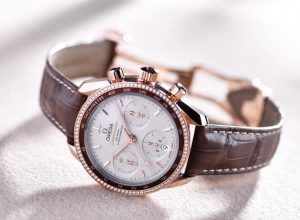 The 38mm fake watch has brown strap.